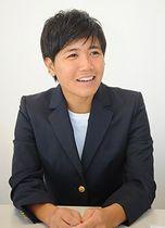 県内で女子サッカーの普及と競技力向上を目指したいと語る高良亮子=20日、那覇市泉崎の琉球新報社