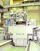使用済み燃料の取り出し作業に使われる燃料出入機=福井県敦賀市のもんじゅ