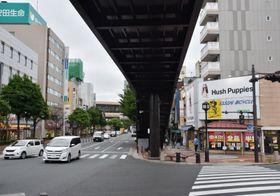 30日で盛岡駅前から移転するシューズモリの駅前店「ハッシュパピー」(写真右)