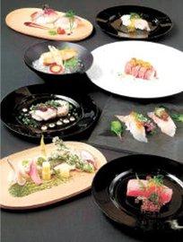 コースの一例。深浦町産のマグロや弘前市産のトウガラシ「清水森ナンバ」を取り入れた料理など、各店で異なるメニューを用意する
