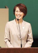 「スペシャルオリンピックス」国内大会の閉会式であいさつする大会会長の有森裕子さん=24日午後、名古屋市