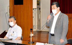 第2回検討会であいさつする県漁協の平井義則組合長(右)=4日午後、松山市二番町4丁目