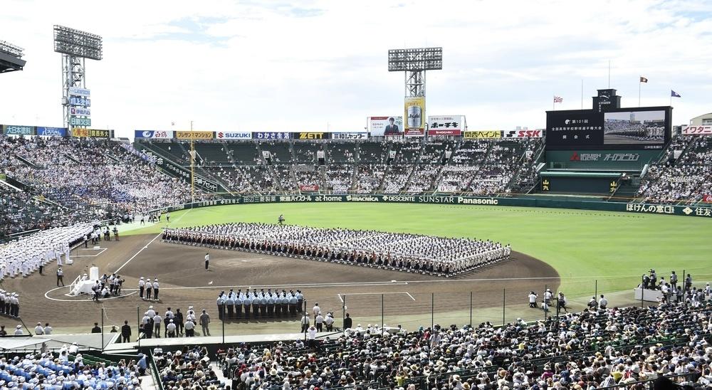 昨年行われた第101回全国高校野球選手権大会の開会式=2019年8月6日、甲子園球場