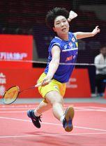 女子シングルス1次リーグ 中国選手と対戦する山口茜=広州(共同)