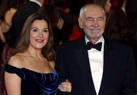 2015年10月、「007 スペクター」のワールドプレミアに登場したバーバラ・ブロッコリ(左)とマイケル・G・ウィルソンの両プロデューサー=ロンドン(ロイター=共同)