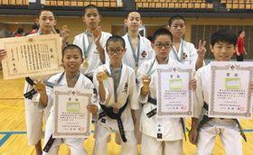 団体で優勝した石川根上スポーツ少年団の皆さん=東京都八王子市で(石川根上スポーツ少年団提供)