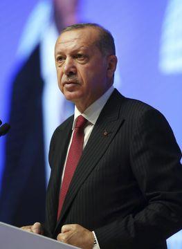 14日、首都アンカラで演説するトルコのエルドアン大統領(AP=共同)