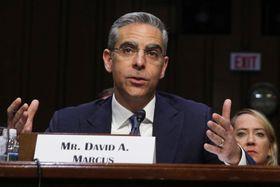 米議会で証言するフェイスブックのリブラ事業の責任者マーカス氏=16日、ワシントン(ゲッティ=共同)