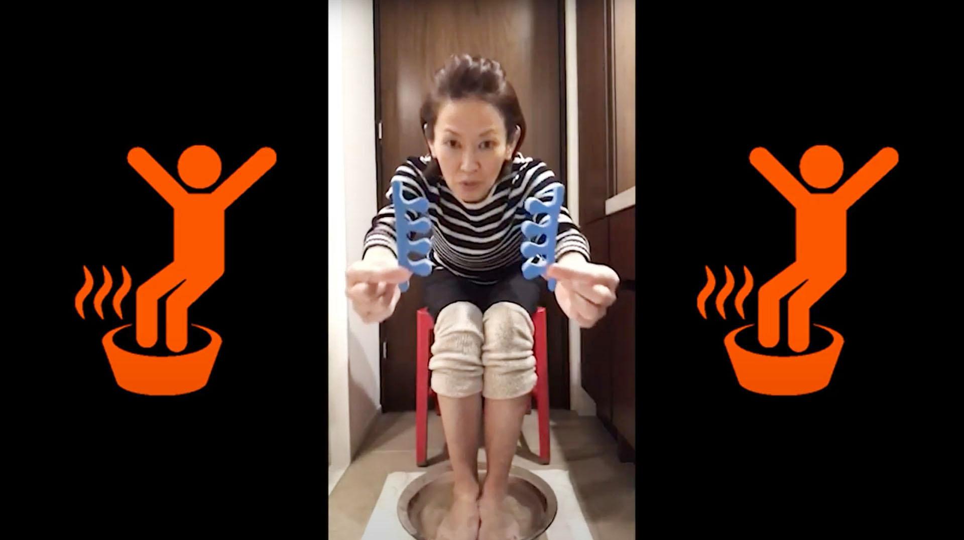 足湯の紹介をする陸上女子マラソンで五輪2大会連続メダリストの有森裕子さん(事務局提供)