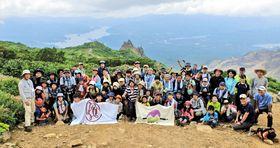 磐梯山からの雄大な景色を楽しんだ参加者