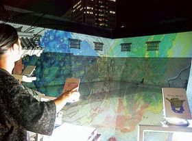 OHPで東御門の壁面に映し出した光のアート=7月上旬、静岡市葵区の駿府城公園