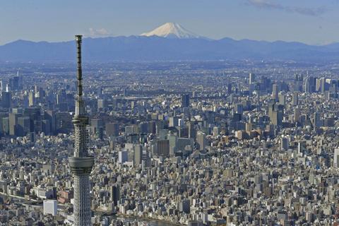 日本全体の人口減少が続く一方、東京への一極集中は加速している=3月