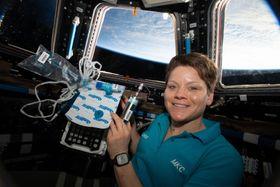 2月、国際宇宙ステーションで活動するアン・マクレーン飛行士(NASA提供・共同)