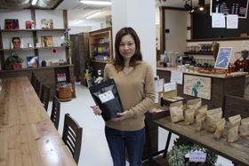 「カト-コーヒー」を開業した下辺純子さん=新上五島町有川郷