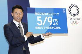 東京五輪入場券の販売方法について発表する北島康介さん=18日午後、東京都港区