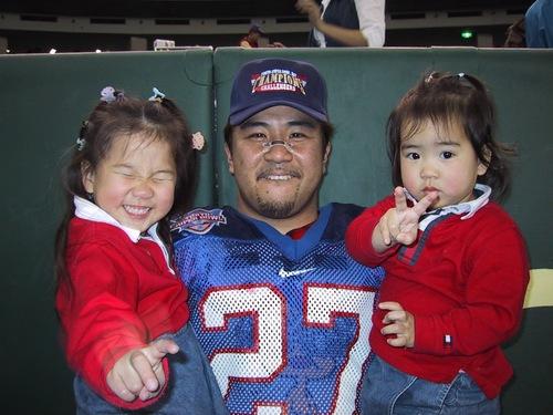 東京スーパーボウルに出場した多聞さんと二人のお嬢さん