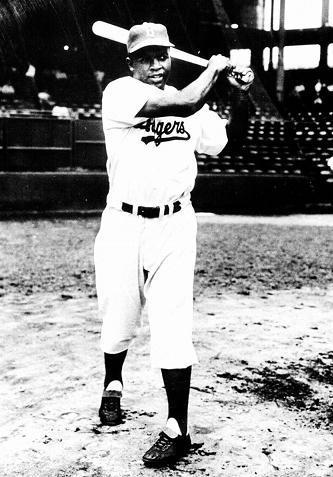 ブルックリン・ドジャース時代のジャッキー・ロビンソン選手=1956年