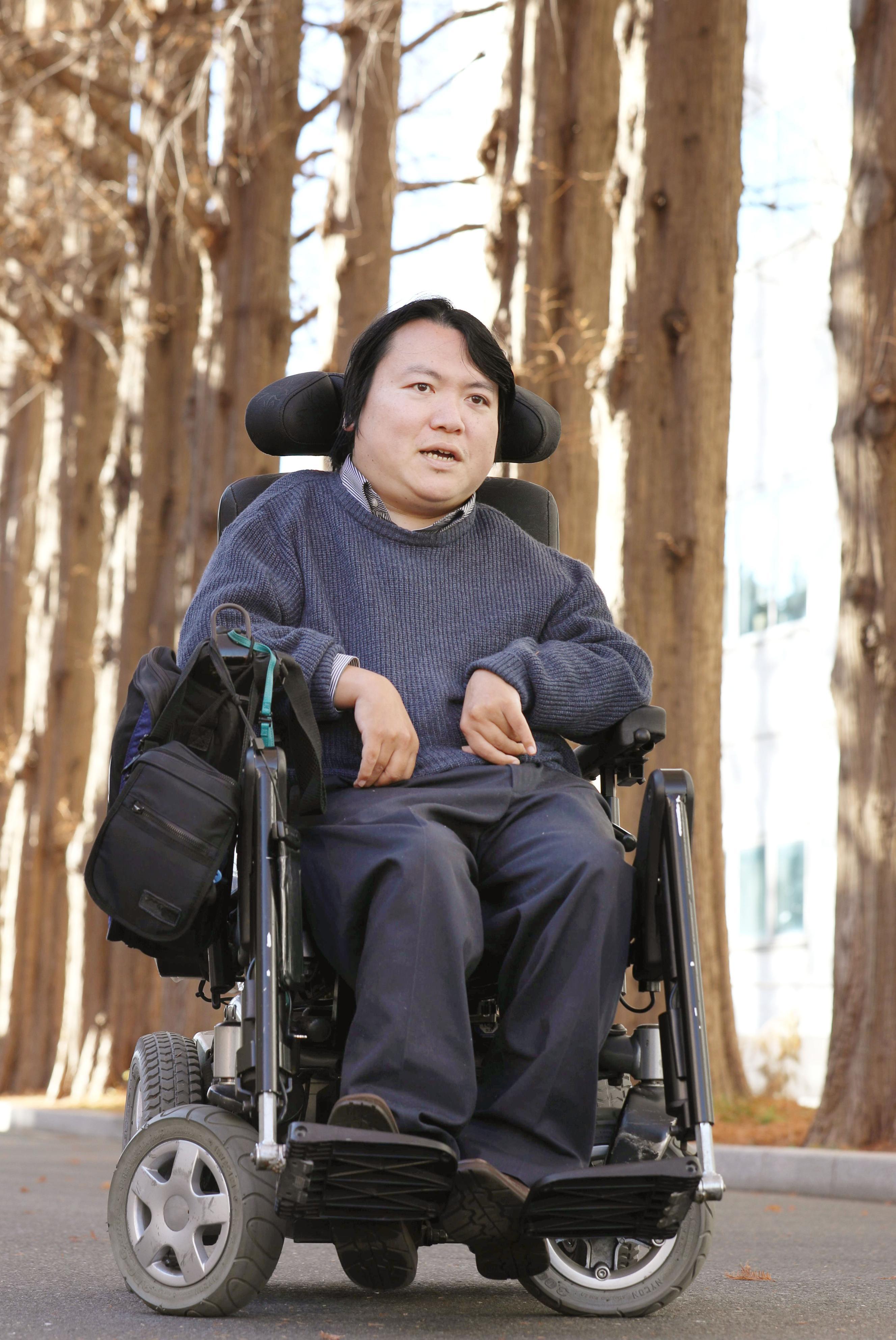 東京・駒場の東大駒場リサーチキャンパスで撮影  障害者と能力社会について答える東大准教授で医師の熊谷晋一郎