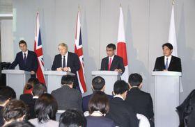 日英外務・防衛閣僚協議を終え、共同記者会見する(右から)小野寺防衛相、河野外相ら=14日、ロンドン(共同)