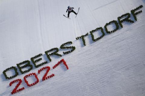 ノルディックスキーの世界選手権、ジャンプ女子個人ラージヒルで飛躍する高梨沙羅=3日、オーベルストドルフ(ゲッティ=共同)