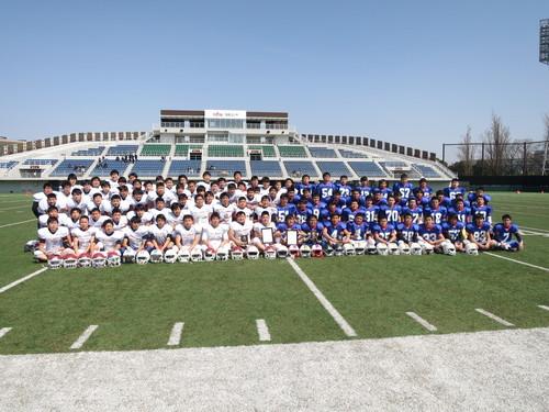 両チームの集合写真=写真提供・東京都アメリカンフットボール協会