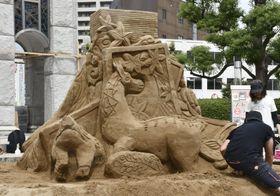 「学生限定砂像グランプリin鳥取」で優勝した北海道教育大旭川校の作品=16日、鳥取市