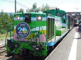 富良野駅で出発を待つ「富良野・美瑛ノロッコ号」