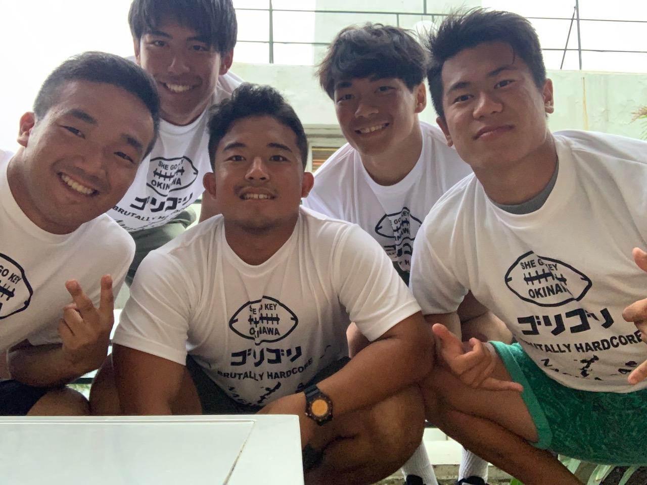 中村多聞さんが主宰する沖縄でのキャンプに参加した中央大の5選手=提供・中村多聞さん