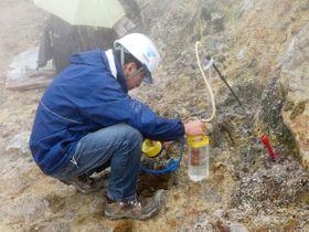 箱根山・大涌谷周辺の噴気地帯で行われた火山ガスの緊急調査