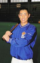 安打を量産し、チームに貢献を誓う谷端将伍選手=金沢市小坂町で