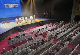 ミュージカル「空!空!!空!!!」が上演された芸術村わらび劇場=6日、秋田県仙北市(わらび座提供)