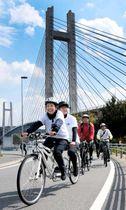 ゆめしま海道でのサイクリングを楽しむ参加者