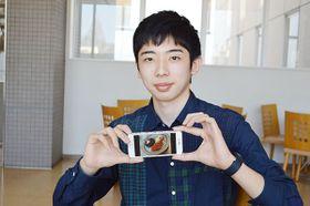 コンテストで優勝した料理の写真を紹介する大沢幸之助さん=坂戸市の城西大学