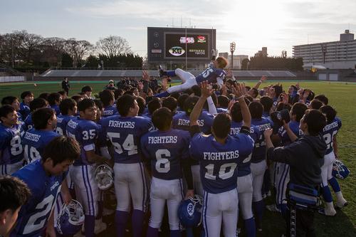 早大学院に勝って10年ぶりの日本一を達成した関西学院の選手たち=撮影:seesway、23日、キンチョウスタジアム