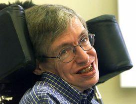 笑顔を見せるスティーブン・ホーキング博士=1999年7月、ベルリン近郊(AP=共同)