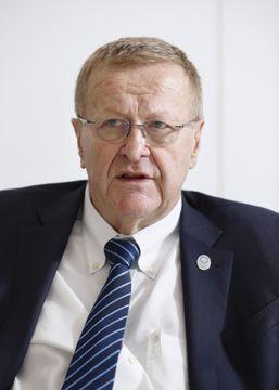 インタビューに答えるIOCのジョン・コーツ調整委員長