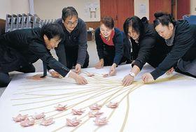 24日のイベントに向けて準備を進める増穂さくら会のメンバー=志賀町富来活性化センター