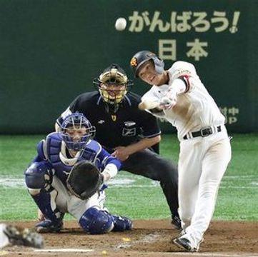 プロ野球の「令和」第1号は光星(現八学光星)出の巨人・坂本勇選手が5月1日に記録した=東京ドームの中日戦