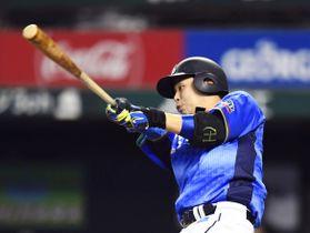 7回西武1死、浅村が左越えにこの試合2本目の本塁打となる逆転満塁本塁打を放つ=メットライフドーム