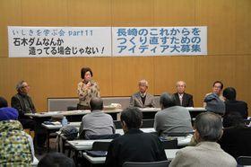 長崎県内の問題を学んだ勉強会=長崎市興善町、市立図書館
