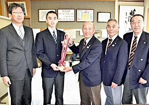 高田中・白井恒成さんに「円谷幸吉賞」 全国中学校駅伝で活躍