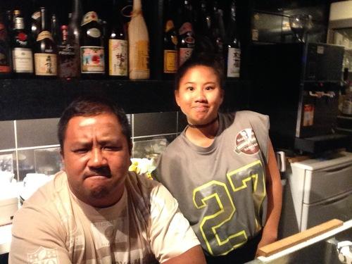 米国の大学へ留学する前に、東京・西麻布にある父親のお店で働く長女のチコさん