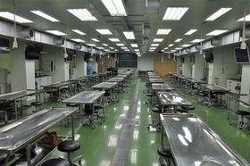 弘前大学の解剖学実習室。新型コロナウイルス感染予防のため前期の実習は中止となった(同大学提供)
