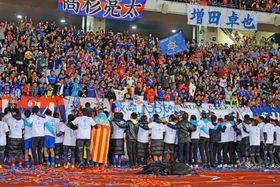 約2万2000人が詰め掛けたホーム最終戦。J1で戦う来季も多くの来場者が見込まれる=諫早市、トランスコスモススタジアム長崎