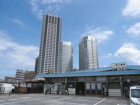 大型マンションに住む子育て世帯が増えているJR新川崎駅周辺=川崎市幸区で