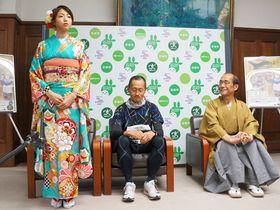 京都マラソンの新しい応援大使に就任し抱負を述べる中村静香さん(左端)=京都市中京区・市役所