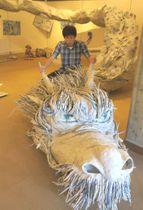 巨大な竜もすべて新聞紙で作られている(京都市右京区京北・あうる京北)