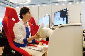 人工知能(AI)による車の運転支援のデモンストレーション=大阪市