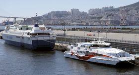 韓国の釜山港国際旅客ターミナルに停泊中の釜山と対馬を結ぶ旅客船=8月1日(聯合=共同)