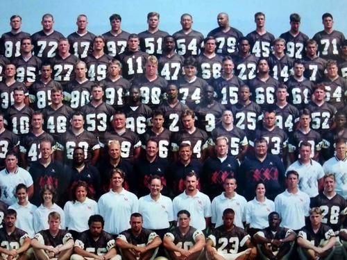 バルパライソ大フットボールチームの集合写真。最後列の54が窪田さん